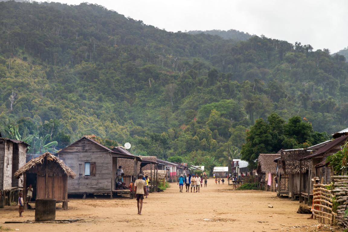 Das Dorf Maroantsetra auf der Tour durch die Primärwälder Madagaskars